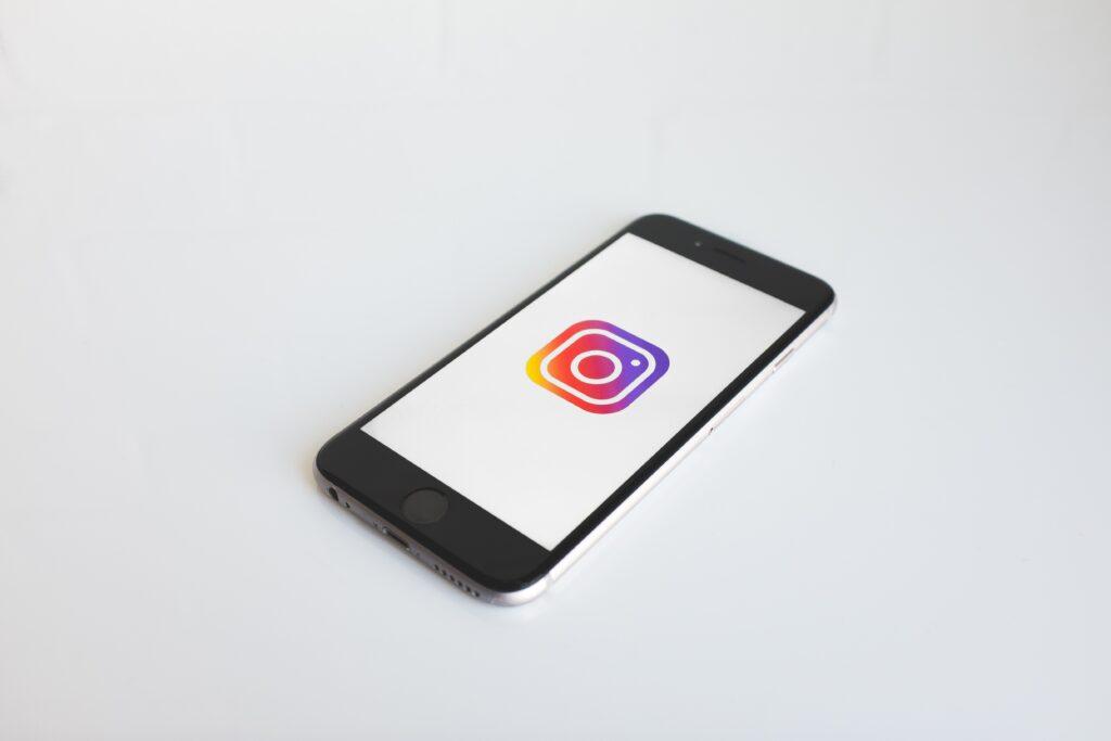 Billede af telefon med instagram logo
